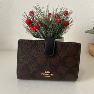 Coach MD Corner Zip Wallet F23553